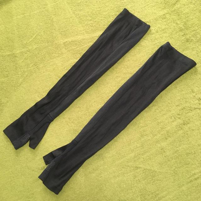 UNIQLO(ユニクロ)の紫外線対策 UVカット アームカバー  ブラック 夏 日焼け レディースのファッション小物(手袋)の商品写真