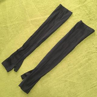 ユニクロ(UNIQLO)の紫外線対策 UVカット アームカバー  ブラック 夏 日焼け(手袋)
