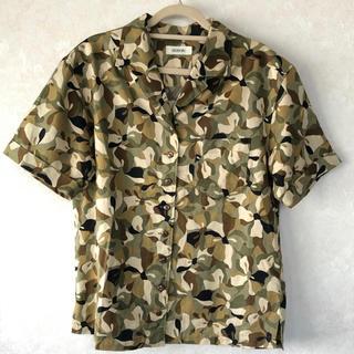 インゲボルグ(INGEBORG)のインゲボルグ  迷彩 半袖シャツ ブラウス(シャツ/ブラウス(半袖/袖なし))