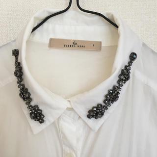 ザラ(ZARA)のビジューがポイントの白シャツ(シャツ/ブラウス(長袖/七分))