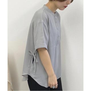 ジーユー(GU)のapres jour mignon サイドリボンバンドカラーシャツ 新品未使用(シャツ/ブラウス(半袖/袖なし))