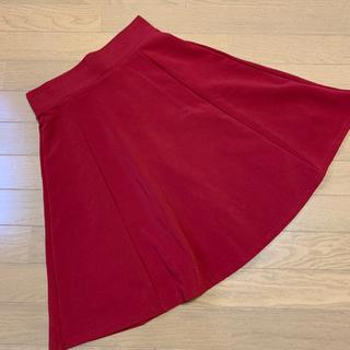 ジーユー(GU)の★ GU フレア スカート 赤(ひざ丈スカート)