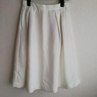 ジーユー(GU)の白スカート(ひざ丈スカート)