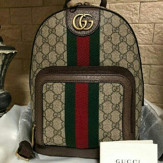Gucci - 美品!グッチ GGスプリームスモールバックパック リュック
