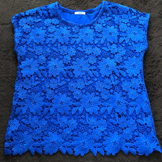 ハニーズ(HONEYS)の青 花柄トップス Mサイズ(カットソー(半袖/袖なし))