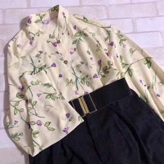 ロキエ(Lochie)の花柄 とろみブラウスボタニカル バンドカラー 薄い黄色 クリーム色(シャツ/ブラウス(長袖/七分))
