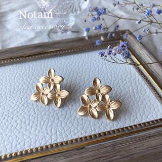 IENA - N-075 Flower Camellia matte gold pierce