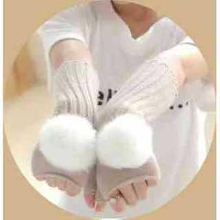 手袋 ミトン ふわふわ ボンボン 付き フィンガーレス 指なし 可愛い ベージュ(手袋)