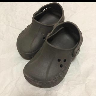 クロックス(crocs)のcrocs キッズ サンダル6c7 14~15cm ブラウン(サンダル)