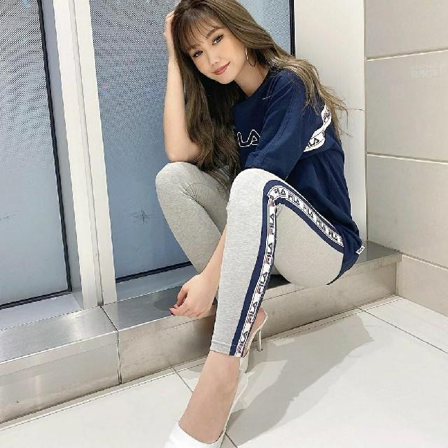 GYDA(ジェイダ)のGYDA ジェイダ FILA LINEパンツ 新品 グレー ラインパンツ レディースのレッグウェア(レギンス/スパッツ)の商品写真