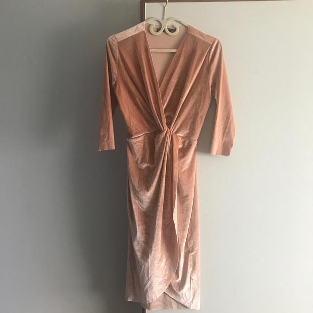 ZARA(ザラ)の【ZARA】シャイニーベルベット ワンピースドレス レディースのフォーマル/ドレス(ナイトドレス)の商品写真