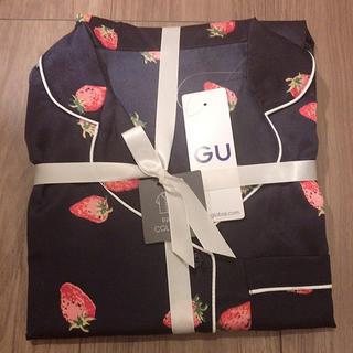 GU - 新品 GU サテンパジャマ いちご ストロベリー ネイビー