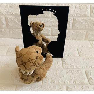 鏡 プリンセス オードリーヘップバーン ミラー 黒 ベロア 立て掛け 壁掛け(壁掛けミラー)