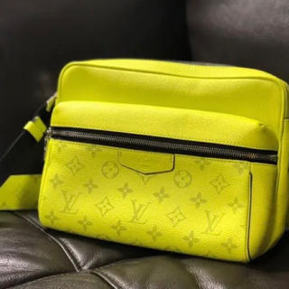 LOUIS VUITTON - Louis Vuitton アウトドアメッセンジャー Yellow