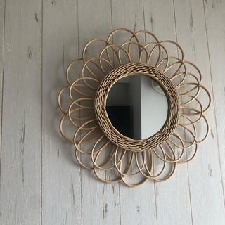 【新品】フラワーミラー 壁掛け 鏡(壁掛けミラー)