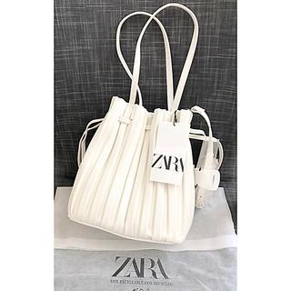 ZARA - 今季新品 ザラZARA プリーツ加工入りミニバケットバッグ 白