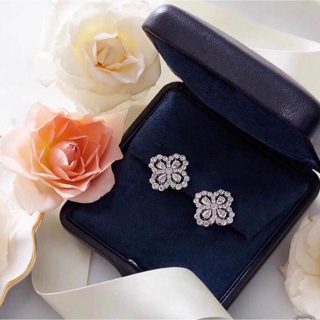 EmiriaWiz(エミリアウィズ)の大人気 AAA 最高級品 ループピアス キャバ嬢 キャバクラ フラワー 上品 レディースのアクセサリー(ピアス)の商品写真