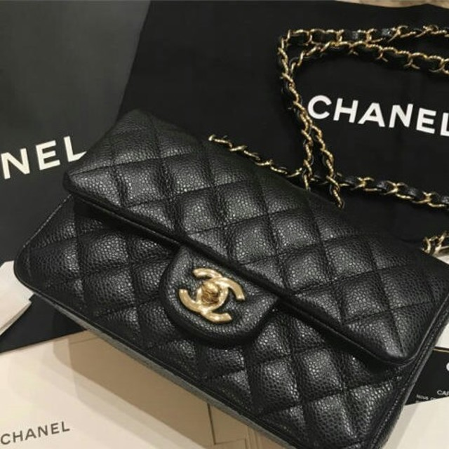 CHANEL(シャネル)のシャネル ミニマトラッセ 黒 金 キャビアスキン マトラッセ ショルダーバッグ レディースのバッグ(ショルダーバッグ)の商品写真