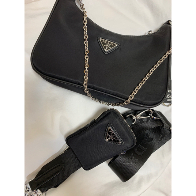 PRADA(プラダ)のPRADA HOBO (24時間以内発送) レディースのバッグ(ショルダーバッグ)の商品写真