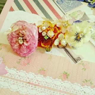 ピンクの薔薇とカラフルなバレッタ7cm(ヘアアクセサリー)