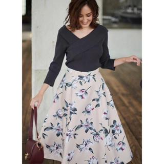 ジャスグリッティー(JUSGLITTY)のシックフラワープリントスカート(ひざ丈スカート)