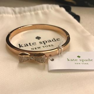 ケイトスペードニューヨーク(kate spade new york)の新品 ケイトスペード  バングル リボン キラキラ ラインストーン(ブレスレット/バングル)