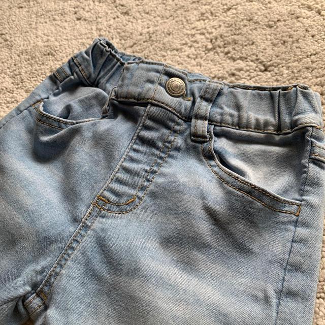 Branshes(ブランシェス)のデニム 7分丈 110 キッズ/ベビー/マタニティのキッズ服女の子用(90cm~)(パンツ/スパッツ)の商品写真