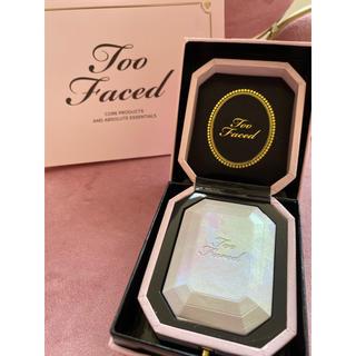 トゥフェイス(Too Faced)の新品送料込み✨Too Faced ダイヤモンドライト マルチユース ハイライター(フェイスパウダー)