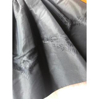 レッドヴァレンティノ(RED VALENTINO)の新品タグ付き♡ レッドヴァレンティノ ふんわり スカート 花の装飾が素敵♪(ひざ丈スカート)