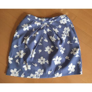 ケービーエフ(KBF)のkbf 花柄スカート(ひざ丈スカート)
