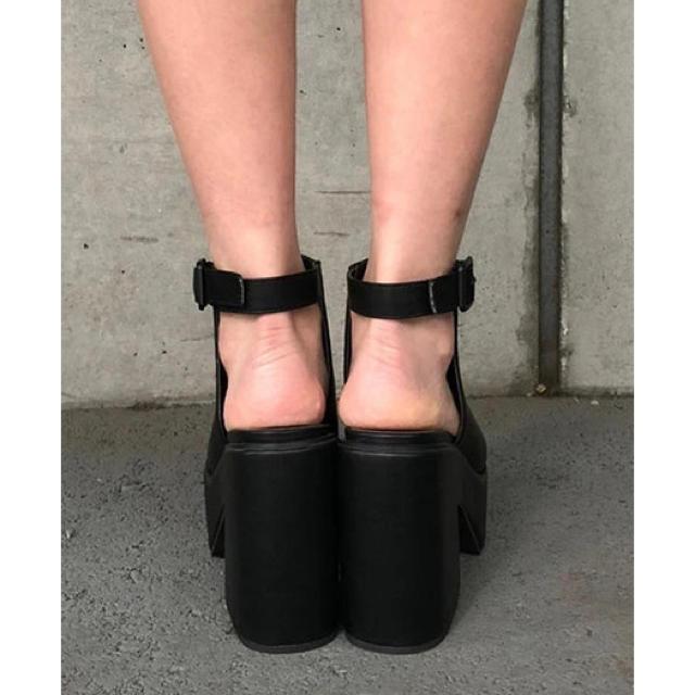 ENVYM(アンビー)のオープントゥーブーティー『黒』 レディースの靴/シューズ(ブーティ)の商品写真