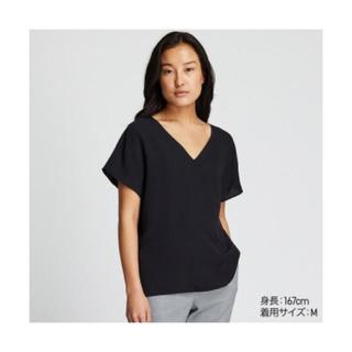 ユニクロ(UNIQLO)のUNIQLO ドレープVネックブラウス(Tシャツ(半袖/袖なし))