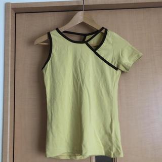 スタイルナンダ(STYLENANDA)のstylenanda 黄色 アシンメトリー トップス(カットソー(半袖/袖なし))