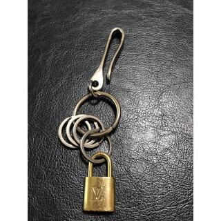ルイヴィトン(LOUIS VUITTON)のルイヴィトン 南京錠 鍵 ベルトフックキーリング 付き(キーホルダー)