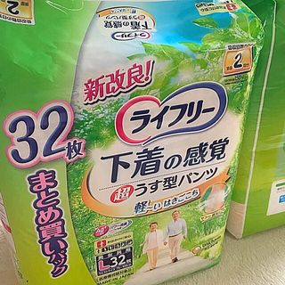 ユニチャーム(Unicharm)のライフリー超薄型パンツ32枚✖️4パック(おむつ/肌着用洗剤)