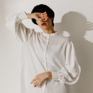 エンフォルド(ENFOLD)のオーバーラップハイスリットシャツ(シャツ/ブラウス(長袖/七分))