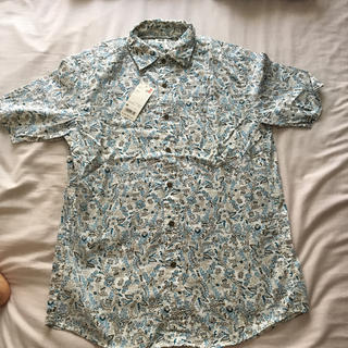 ユニクロ(UNIQLO)の新品タグ付き★ユニクロ メンズ プリント半袖シャツ(シャツ)