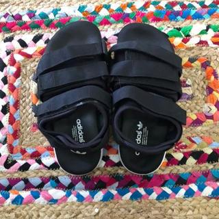 アディダス(adidas)のadidasオリジナル サンダル 黒(サンダル)
