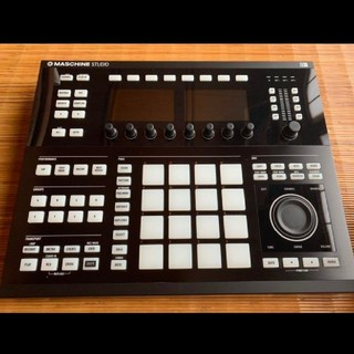 Native instruments Maschine Studio(MIDIコントローラー)