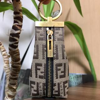FENDI - 【美品】レア物 FENDI フェンディ ズッカ柄 キーリング付きコインケース