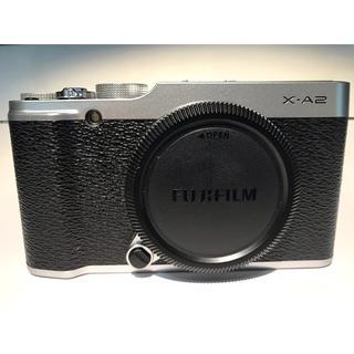 フジフイルム(富士フイルム)の富士フイルム X-A2 ボディと充電器 社外品バッテリー(ミラーレス一眼)