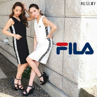 RESEXXY - 新品タグ付き RESEXXY×FILA❤19SS サイドテープVネックワンピ