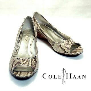 コールハーン(Cole Haan)のCOLE HAAN★ コールハーン★ パイソン柄オープントゥパンプス★7B(ハイヒール/パンプス)