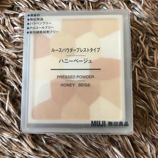 ムジルシリョウヒン(MUJI (無印良品))の無印良品 ルースパウダープレストタイプ ハニーベージュ(フェイスパウダー)