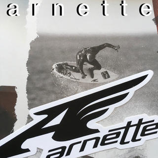 アーネット(Arnette)のarnetteアーネットUS限定型抜きMIDウイングロゴステッカー(サーフィン)