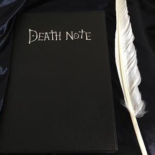 デスノート ノートブック(横14.5センチ×縦20.5センチ)、羽筆1個(小道具)