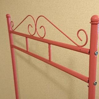 ピンクの可愛いハンガーラック(棚/ラック/タンス)
