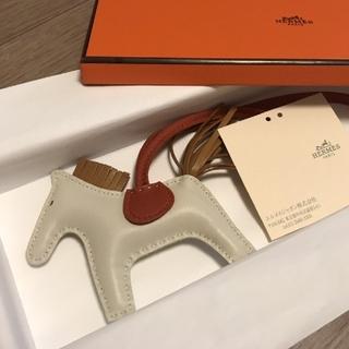 Hermes - 新品未使用/HERMES ロデオ チャーム PM クレ