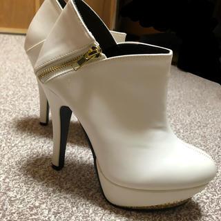 ショートブーツ 白 23.5cm(ブーツ)
