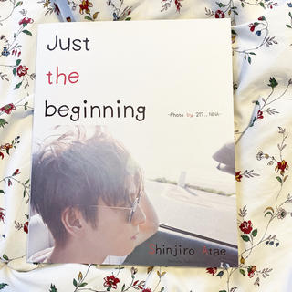 トリプルエー(AAA)の與真司郎 写真集「Just the beginning」(ミュージシャン)